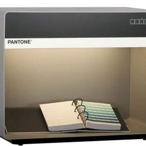 Pantone 5 Light booth P5D65840