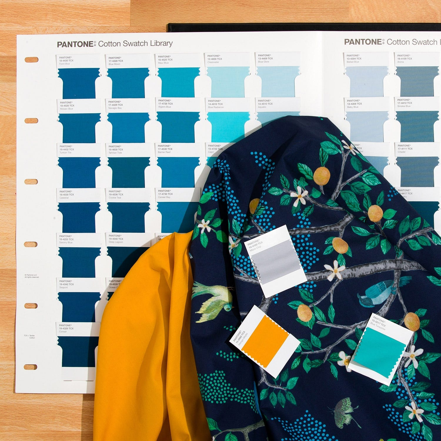 fhic100a-pantone-fashion-home-and-interiors-cotton-swatch-library-1